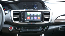 Watch Apple CarPlay read every single iPhone emoji