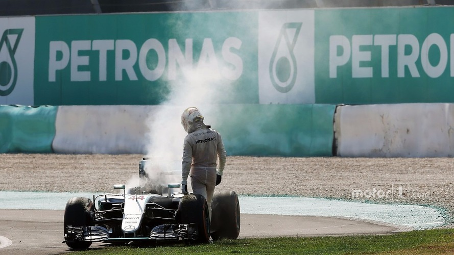 No link between Hamilton engine failures - Mercedes