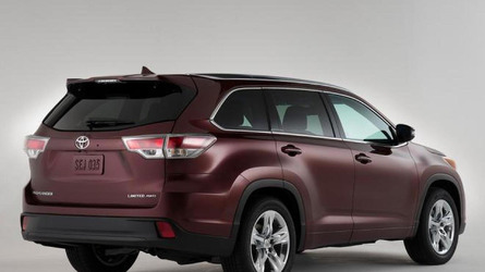 2014 Toyota Highlander shows its metal before New York arrival