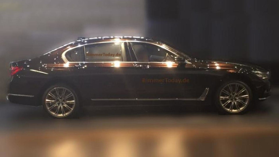 2016 BMW 7-Series side profile completely revealed