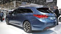 Hyundai i40 rolls into Geneva