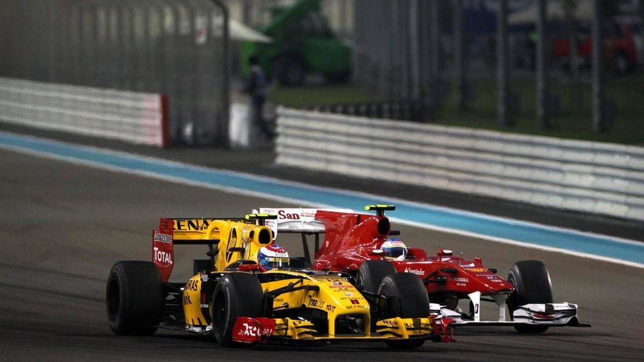 Vitaly Petrov (RUS), Renault F1 Team, Fernando Alonso (ESP), Scuderia Ferrari - Formula 1 World Championship, Rd 19, Abu Dhabi Grand Prix, 14.11.2010