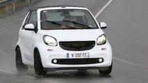 Smart ForTwo Cabrio gets caught in the rain