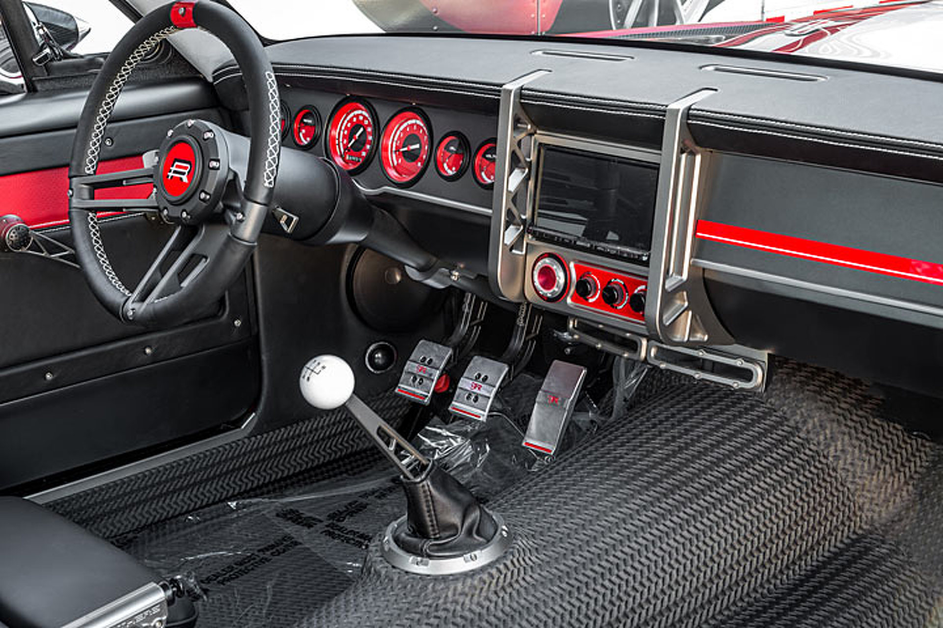 Ringbrothers 1965 Mustang SPLITR is a 7.0-Liter Track Star