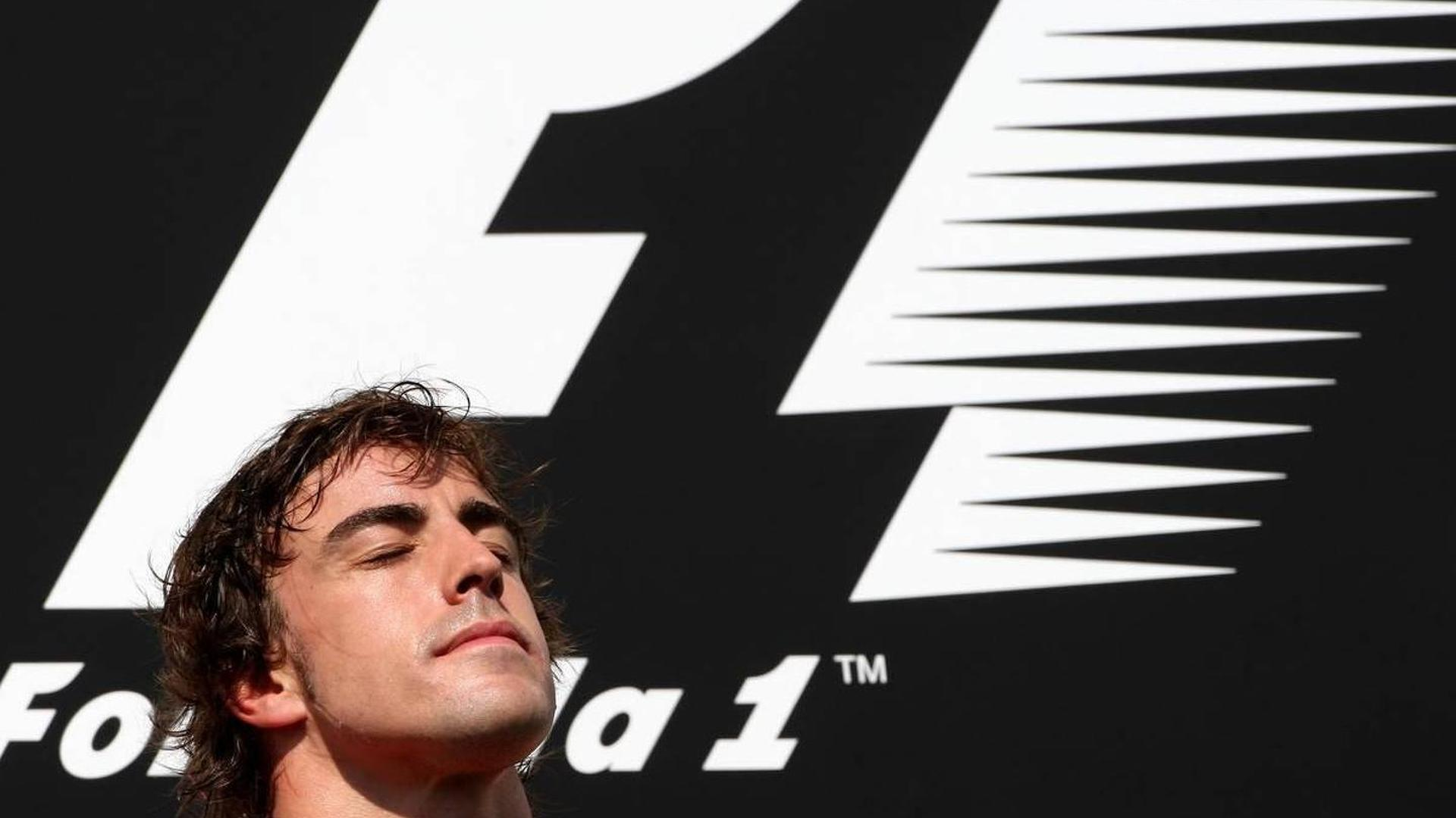 Berger, Piquet, say Ferrari right to favour Alonso