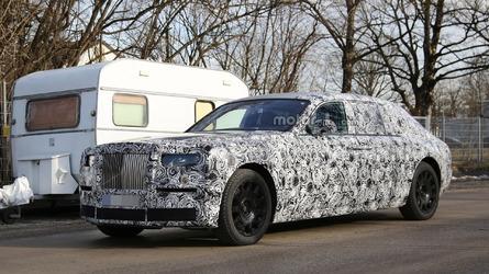 2018 Rolls-Royce Phantom spied with an evolutionary design