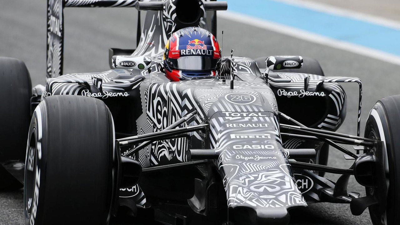 Daniil Kvyat (RUS) Red Bull Racing RB11 running without a front wing. 02.02.2015. Formula One Testing, Day Two, Jerez, Spain / XPB