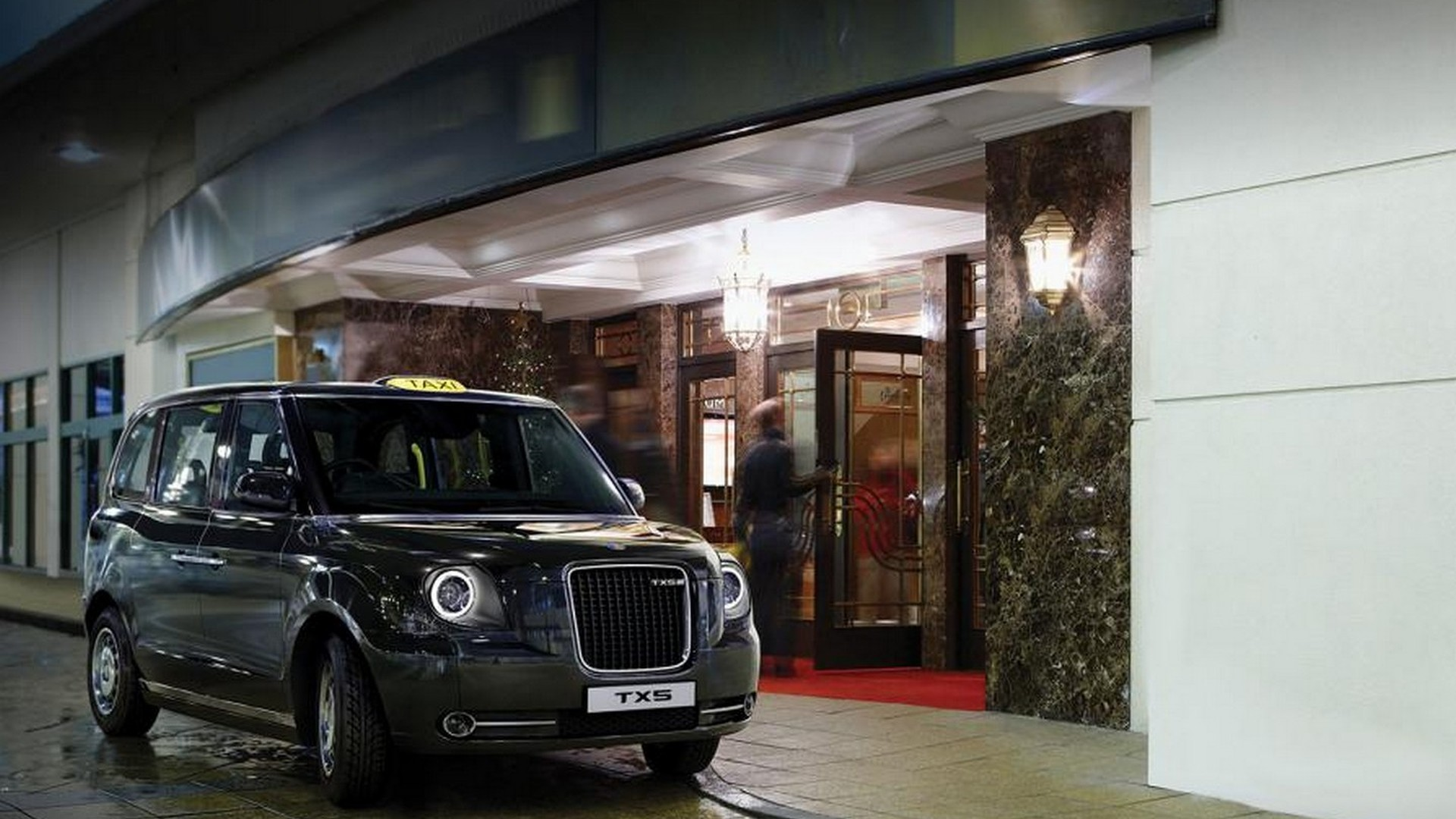 Geely gets $400 million to build PHEV London taxi