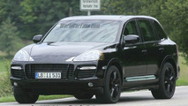 SPY PHOTOS: Porsche Cayenne Facelift Uncovered