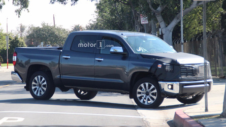 Toyota Tundra spied in CrewMax guise with new grille