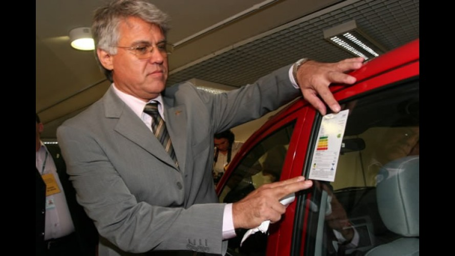 Onda verde: automóveis contarão com selo de consumo de combustível a partir de 2012