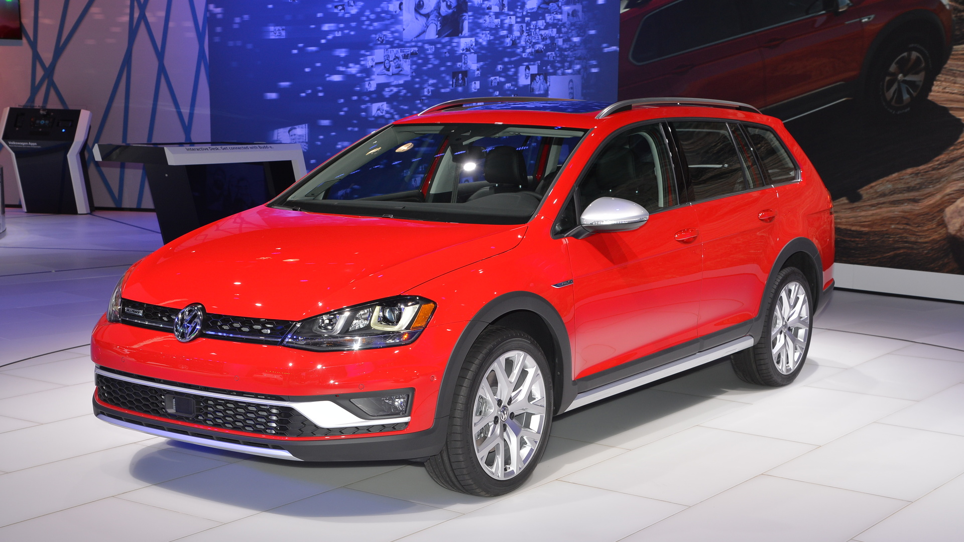 2017 vw golf alltrack arrives as production model in new york. Black Bedroom Furniture Sets. Home Design Ideas