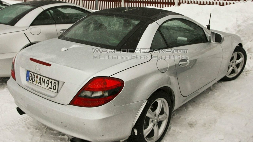Spy Shots Confirm Mercedes SLK Panoramic Glass Roof