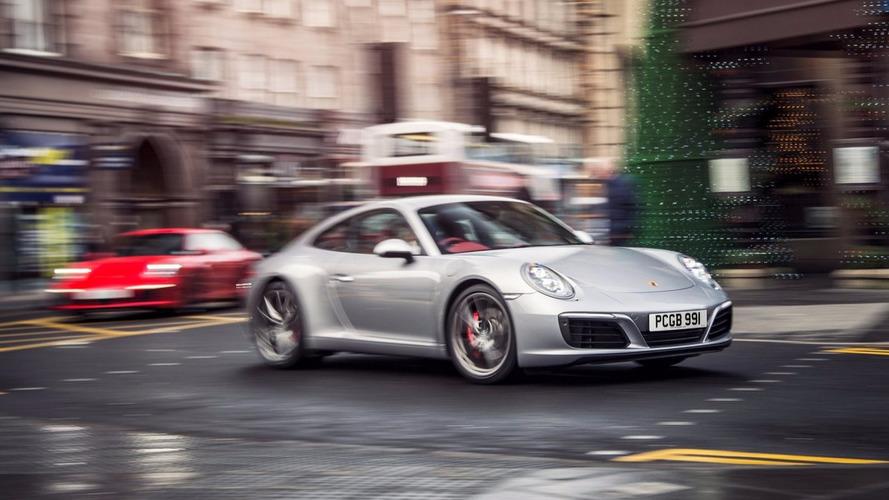Paris - Une Porsche 911 mal garée... explosée par les démineurs !