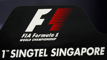 Ecclestone confirms SingTel staying with Singapore GP