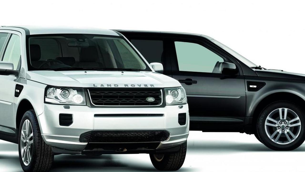 2013 Land Rover Freelander Black & White