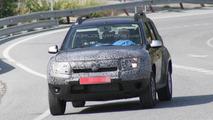 2014 Dacia Duster facelift spy photo 11.07.2013