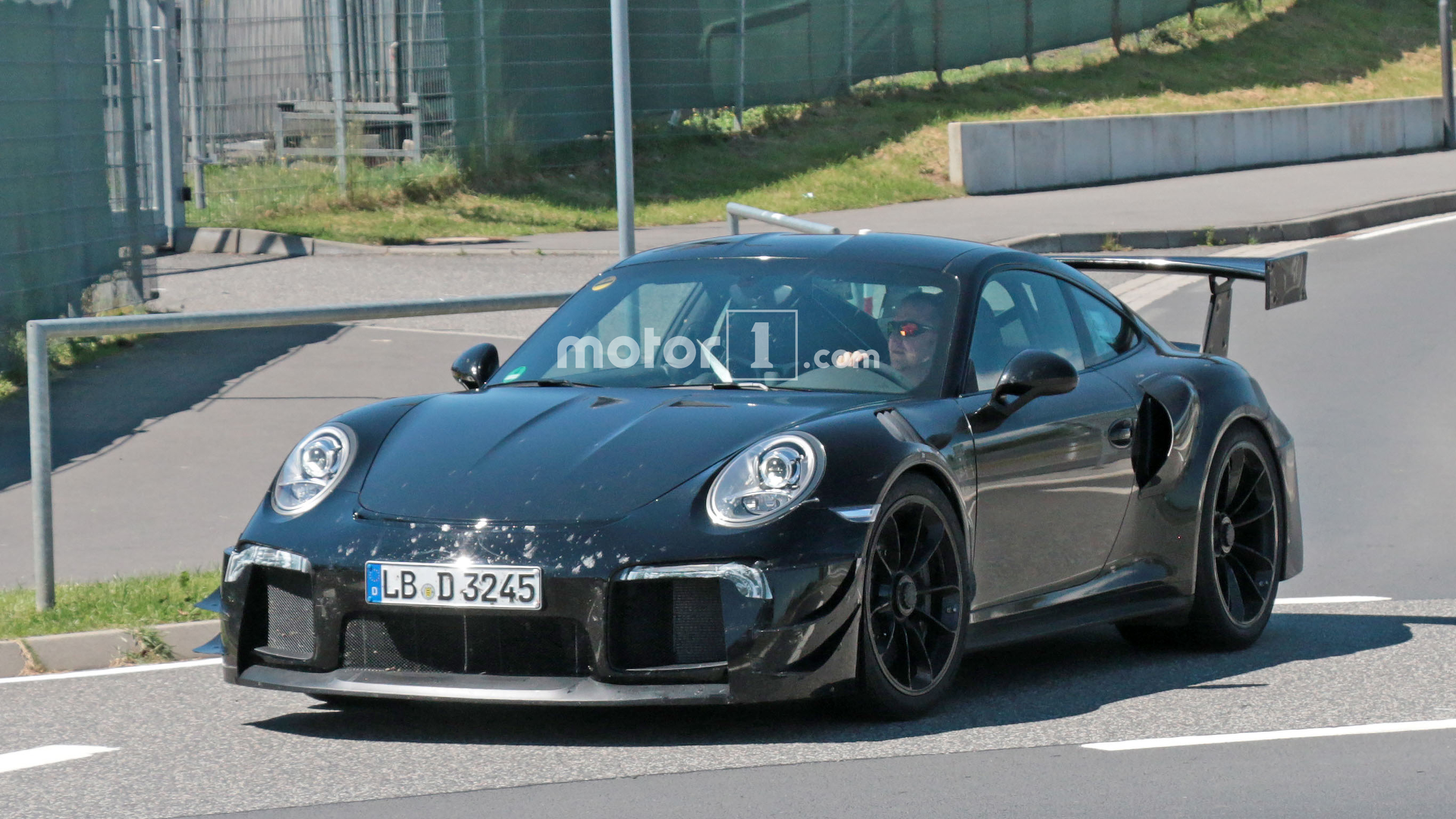 porsche 911 gt2 rs mule tests a body to keep it running cool. Black Bedroom Furniture Sets. Home Design Ideas