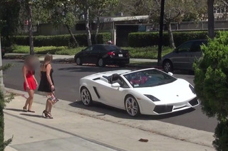 This Guy Picks Up Chicks In A Lamborghini Without Even Talking [Video]