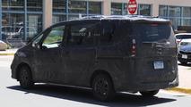Next-gen Nissan Serena spy photo