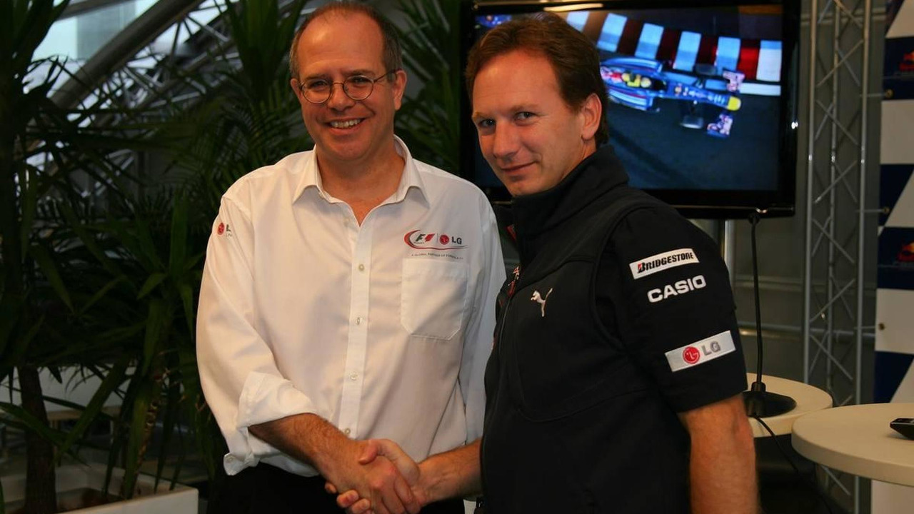 Dermot Boden, Chief Marketing Officer for LG Electronics shakes hands with Christian Horner (GBR), Red Bull Racing, Sporting Director after announcing a deal with LG and Redbull, German Grand Prix, 23.07.2010 Hockenheim, Germany