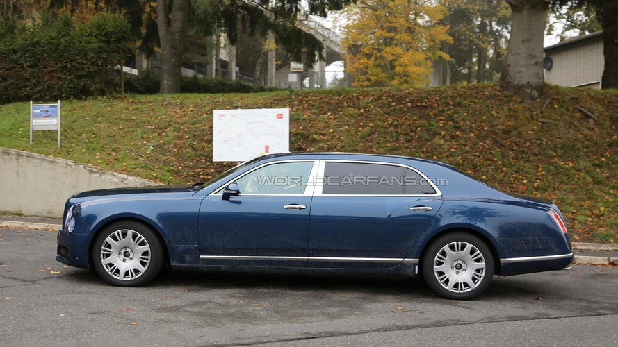 Bentley Mulsanne facelift spied together with long wheelbase version (62 pics)