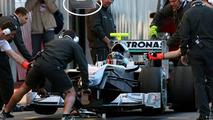 Mercedes tests Ferrari-like traffic light system