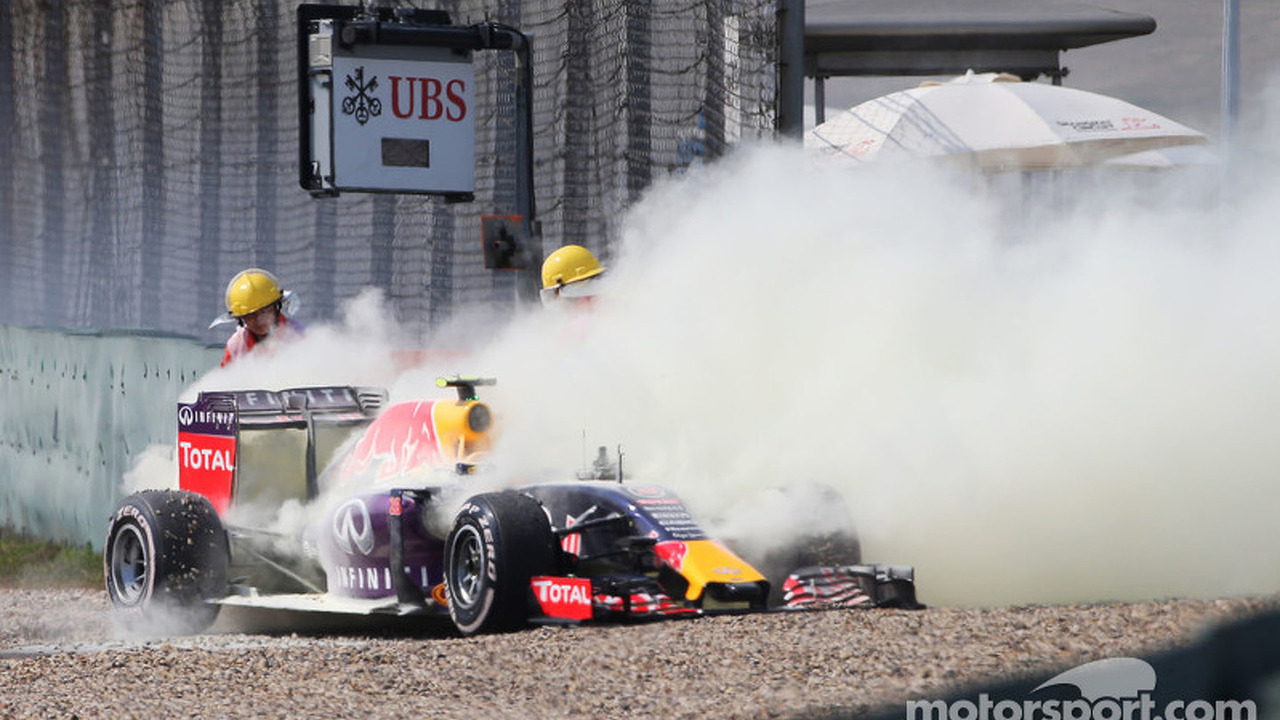 Daniil Kvyat, Red Bull Racing RB11 retired from the race with a blown engine