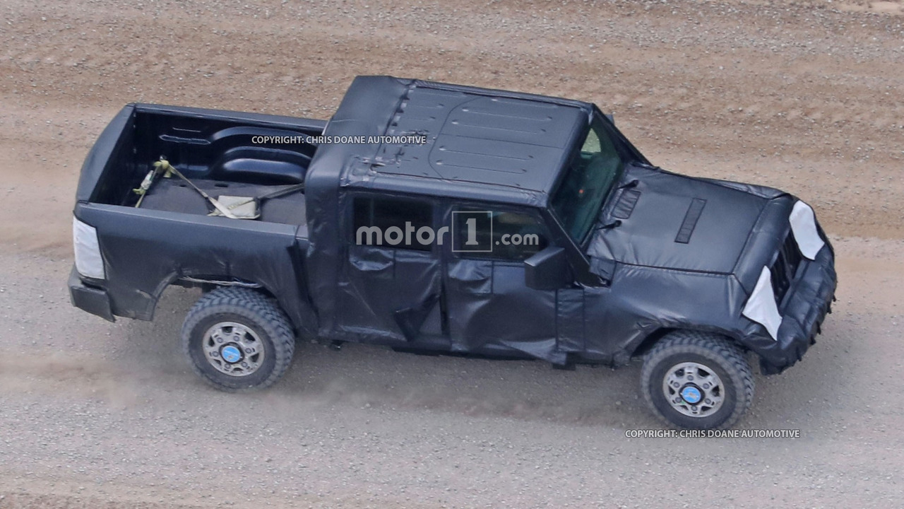 Jeep Wrangler pickup photos espion