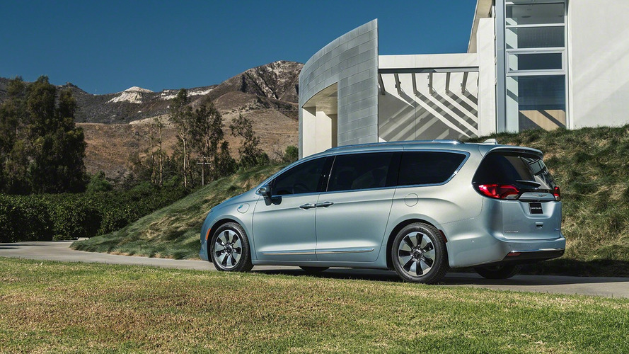 2017 Chrysler Pacifica priced from $28,595