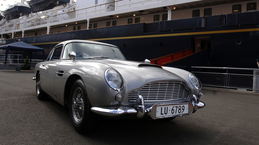 L'Aston Martin DB5 de James Bond exposée à Rétromobile