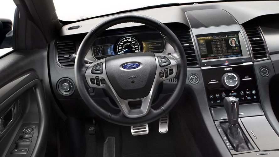 2013 Ford Taurus SHO hits the track [video]