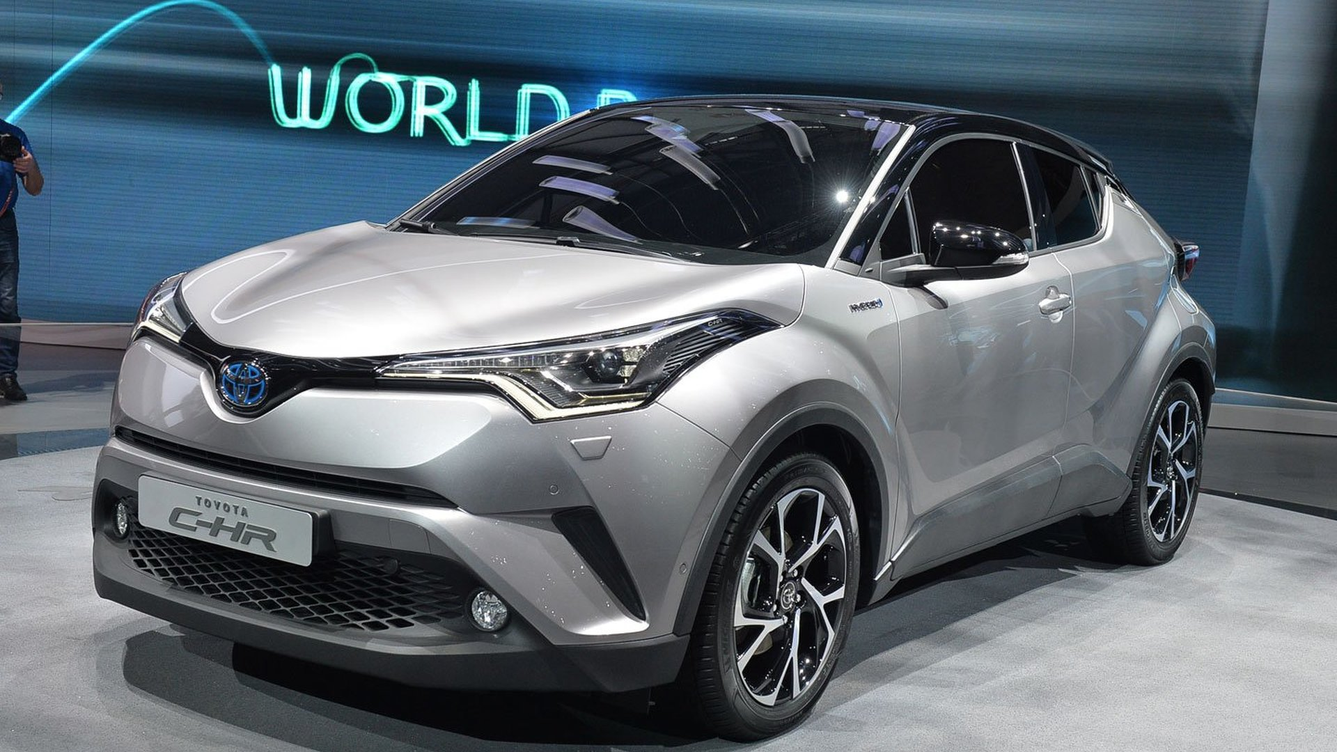 toyota c hr brings first full hybrid to subcompact crossover segment. Black Bedroom Furniture Sets. Home Design Ideas