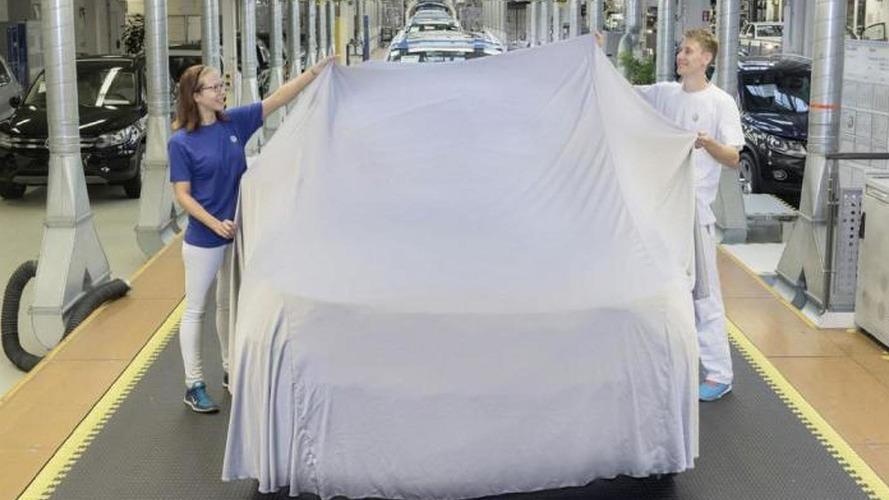 2016 Volkswagen Tiguan teased, debuts in Frankfurt