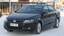 2013 Volkswagen Jetta Hybrid first look on the road 04.02.2012