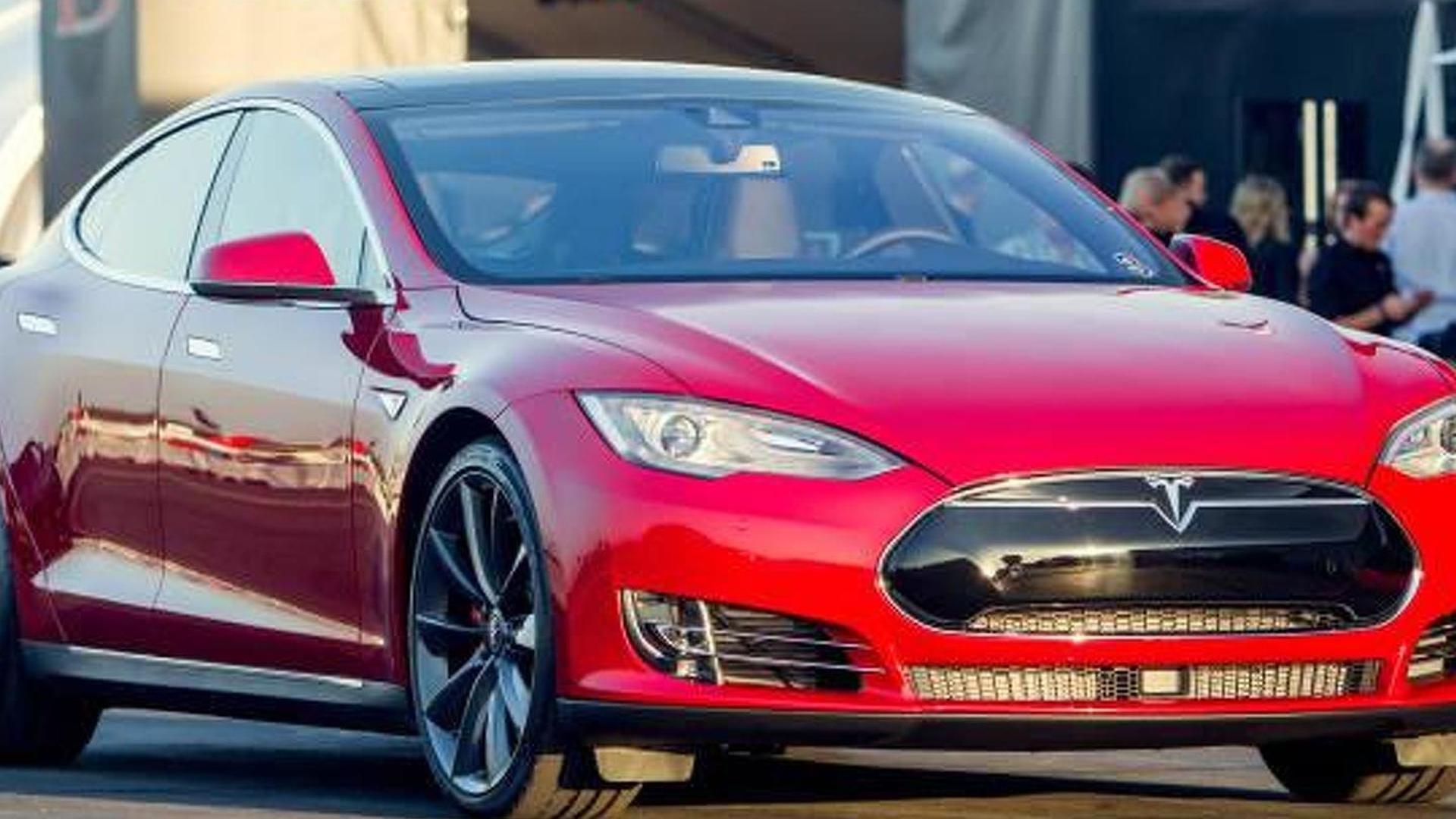 Tesla owners say Model S P85D power is inaccurate, company changes data on site