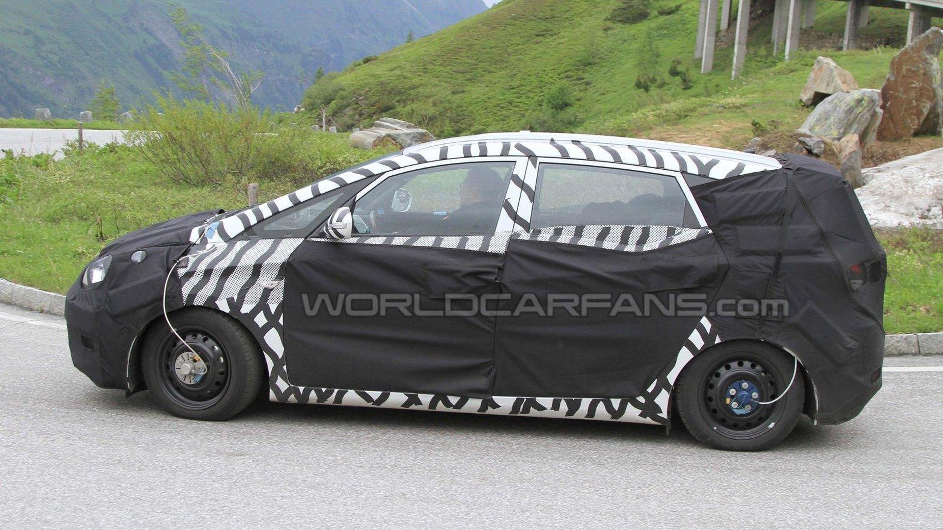 Hyundai i30 based MPV spied in Alps