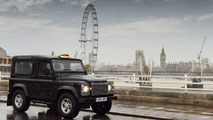 Land Rover Defender performs taxi duties in London [video]