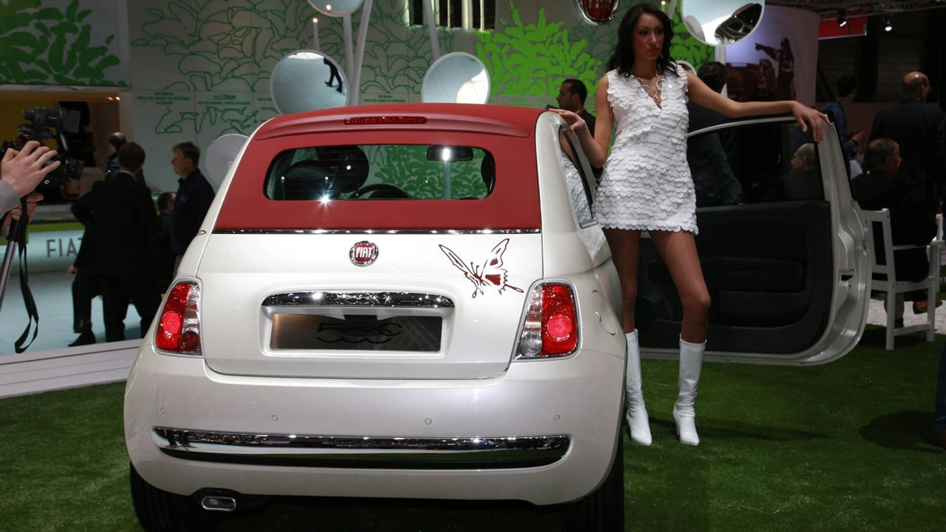 Fiat 500C Sees the Light in Geneva - video