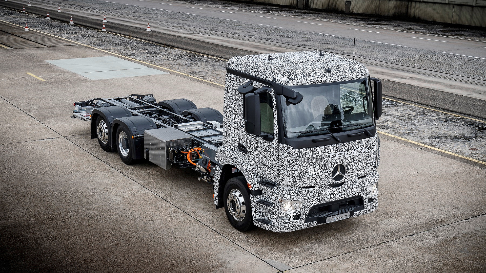 Mercedes-Benz Urban eTruck is the first fully electric heavy ops truck