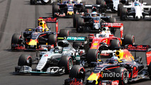 Start action- Daniel Ricciardo, Red Bull Racing RB12 leads Lewis Hamilton, Mercedes AMG F1 W07 Hybrid