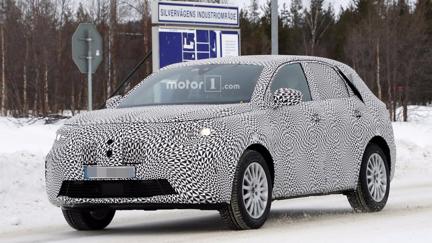 2018 DS X compact crossover spied for the first time
