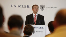 Strategic partnership: Daimler acquires stake in Tesla