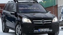 Mercedes GL-Class facelift spy photo