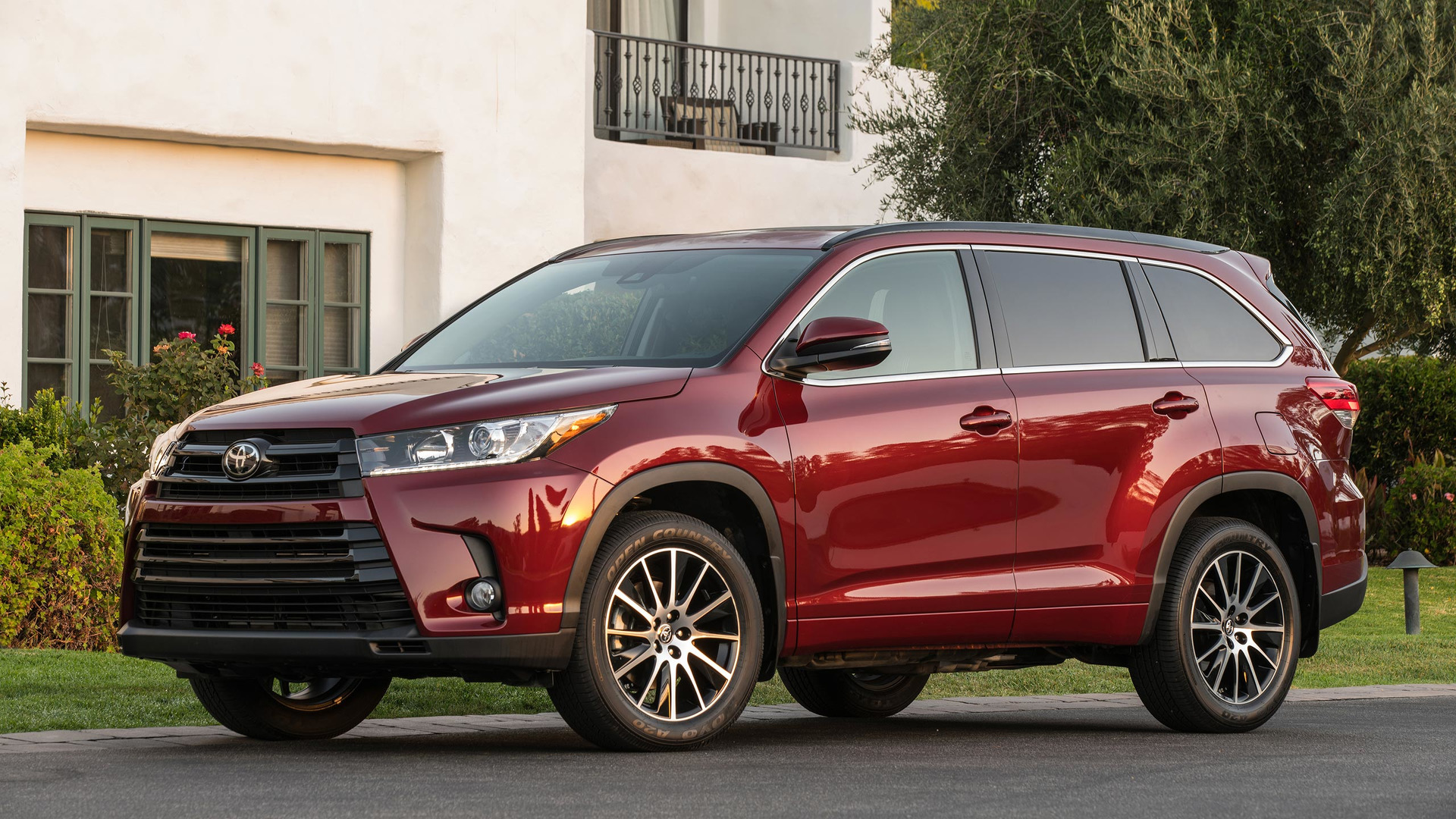 2017 toyota highlander hybrid gets big price drop updates throughout lineup. Black Bedroom Furniture Sets. Home Design Ideas