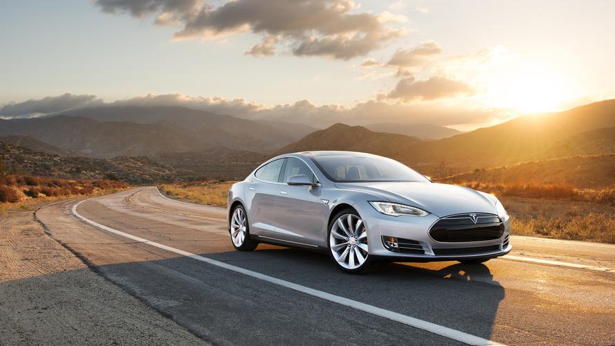 Tesla examining automatic braking system in fatal Autopilot crash