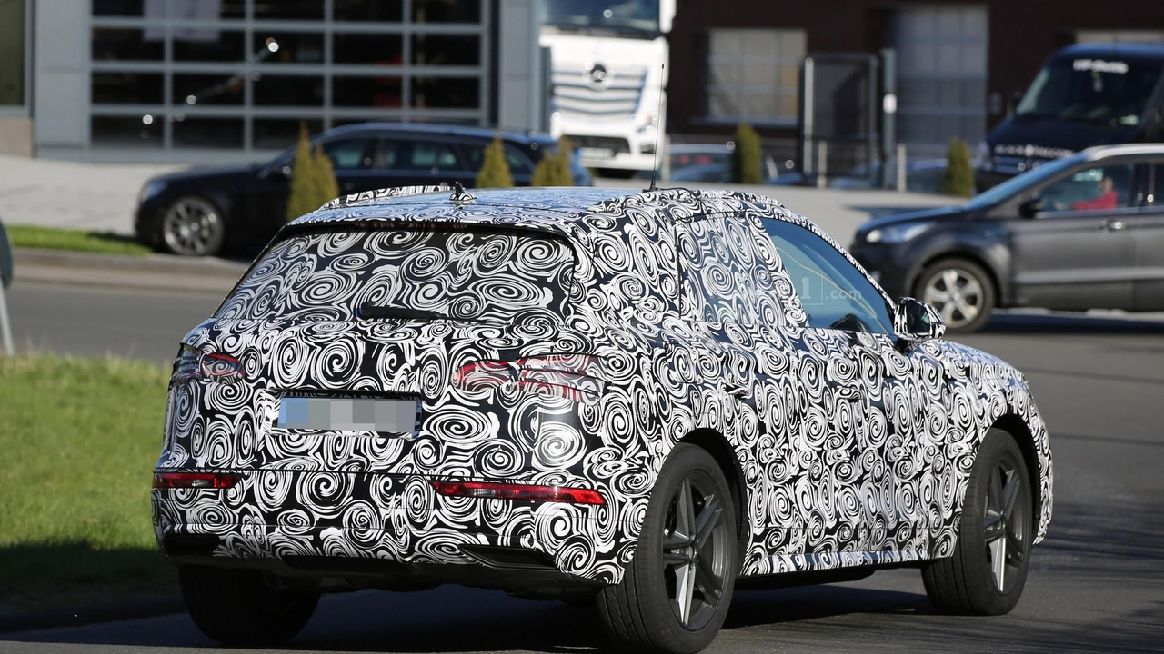 2017 audi q5 spied with the door open. Black Bedroom Furniture Sets. Home Design Ideas