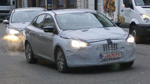 2014 Ford Focus facelift spied in sedan, hatch and wagon form