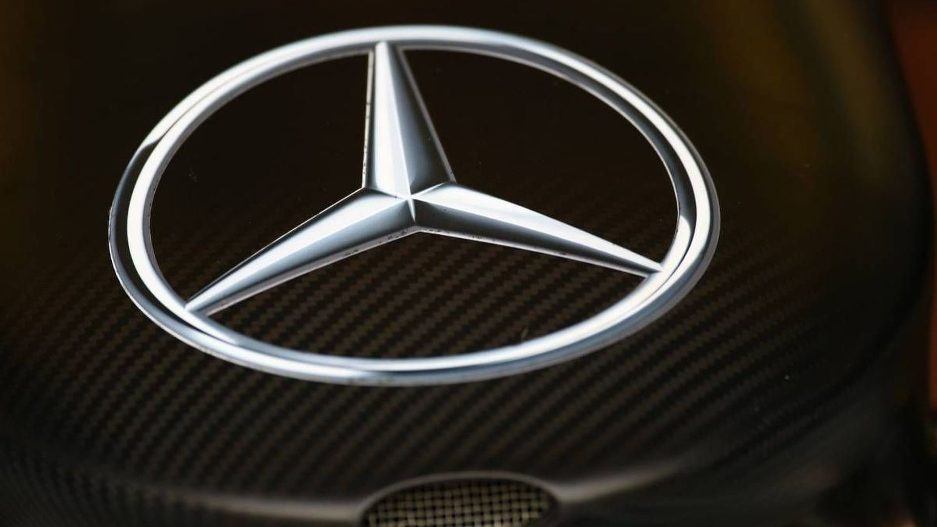 Mercedes takes full control of F1 team