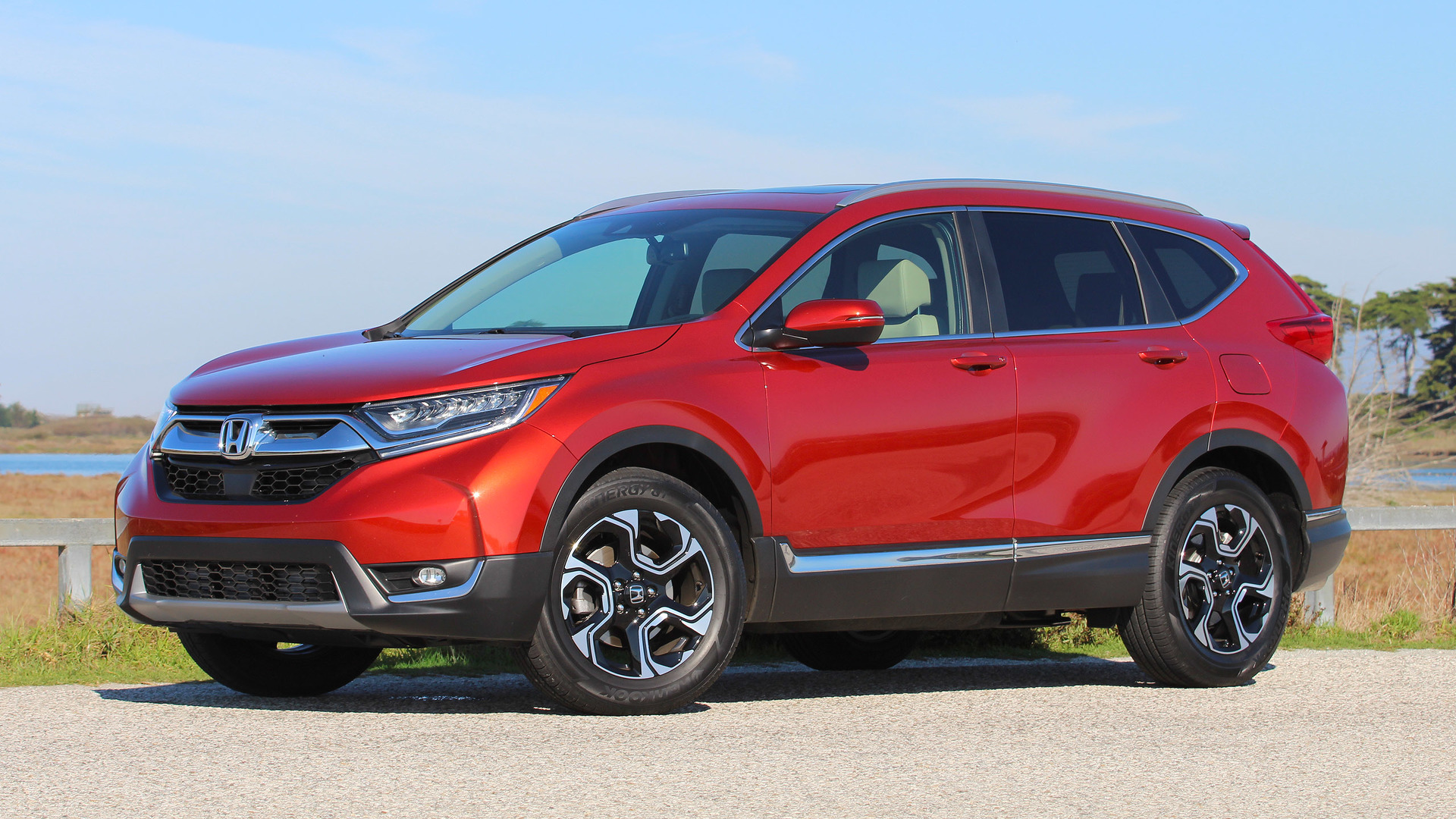 2017 honda cr v first drive just right yet again for Truecar com honda crv